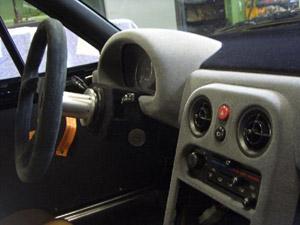 Vi utför reparationer och omfärgning av skadad vinyl, läder och plastinredning till alla fordon