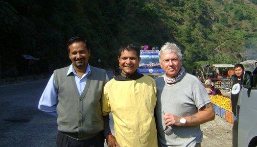 Kjell Borneland med Gyan Karki & Achyut (rafting mästare)